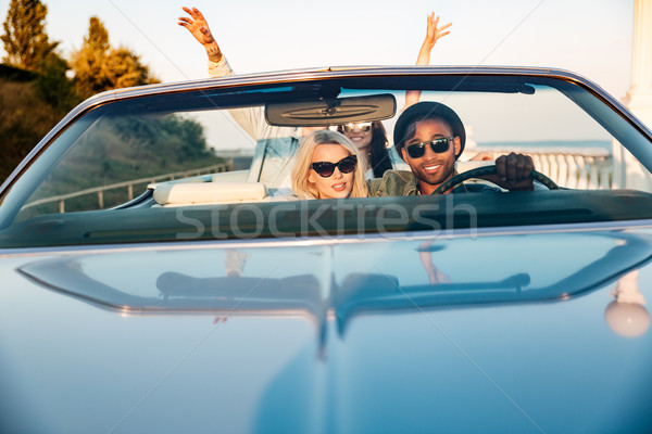 Dois casais as mãos levantadas carro feliz jovem Foto stock © deandrobot