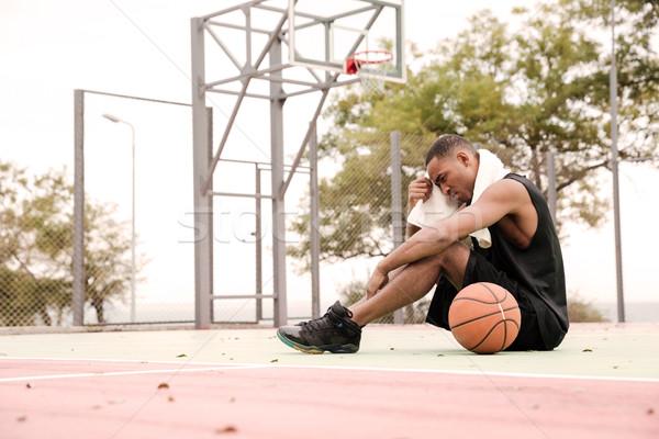 Fáradt kosárlabdázó ül park törölköző kép Stock fotó © deandrobot