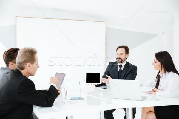 表 会議室 座って デスク コンピュータ ストックフォト © deandrobot