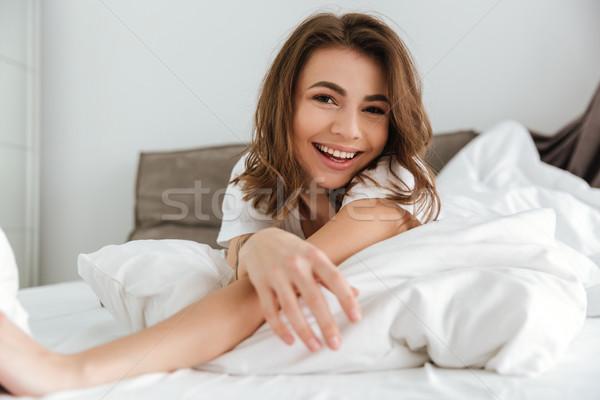 счастливым женщину Ложь кровать домой Сток-фото © deandrobot