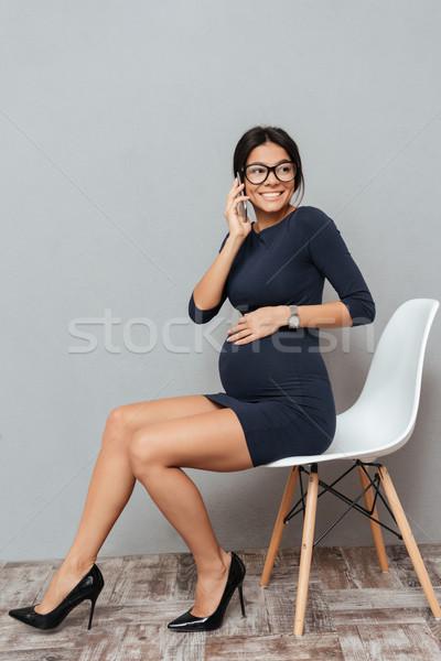 Incroyable enceintes femme d'affaires parler téléphone photos Photo stock © deandrobot