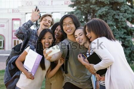 Foto d'archivio: Sorridere · studenti · studiare · esterna · guardando · foto