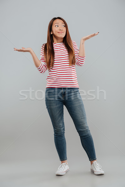 Portret verward grappig meisje schouders Stockfoto © deandrobot