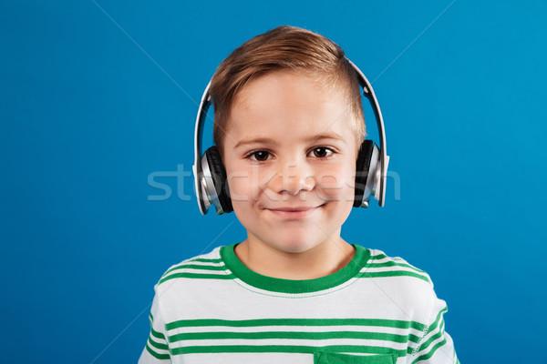 Közelkép portré mosolyog fiatal srác hallgat zene Stock fotó © deandrobot