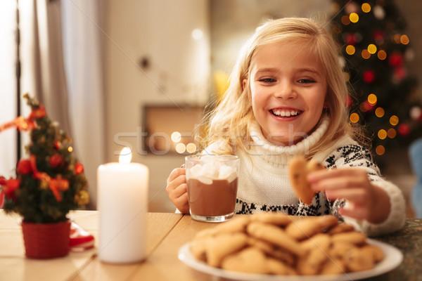 Glimlachend blond meisje mok cacao Stockfoto © deandrobot