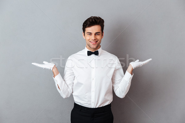 Foto stock: Retrato · sonriendo · masculina · camarero · espacio · de · la · copia