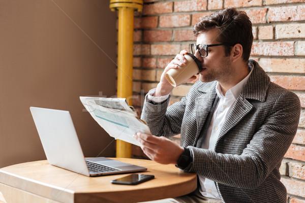 Zijaanzicht zakenman bril vergadering tabel cafe Stockfoto © deandrobot