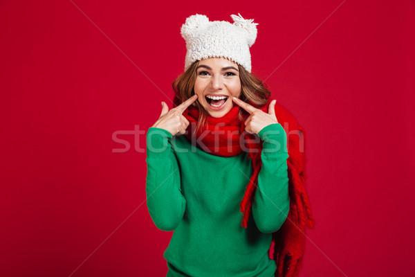 Gülen esmer kadın kazak komik şapka Stok fotoğraf © deandrobot