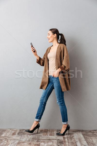 Tam uzunlukta mutlu genç Asya kadın cep telefonu Stok fotoğraf © deandrobot