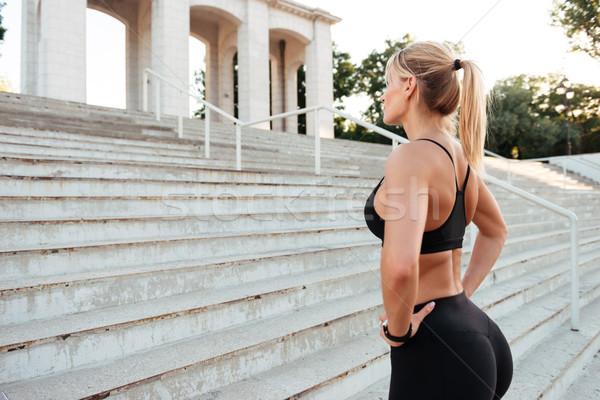 Fuerte jóvenes deportes mujer pie aire libre Foto stock © deandrobot