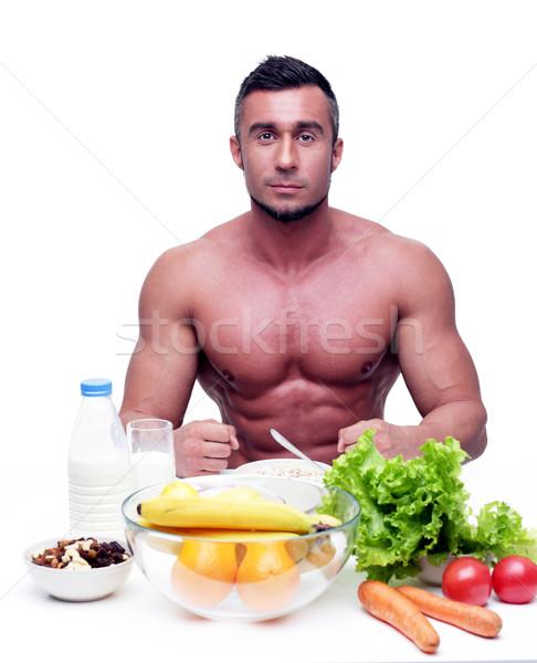 Muskularny sportowe człowiek posiedzenia tabeli zdrowa żywność Zdjęcia stock © deandrobot