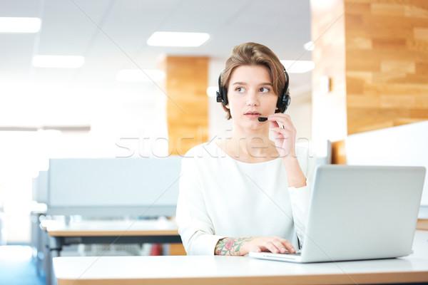 Schönen Headset arbeiten Call Center Sitzung Stock foto © deandrobot