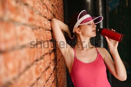 Mosolygó nő pihen edzés pálmalevelek minta fiatal Stock fotó © deandrobot