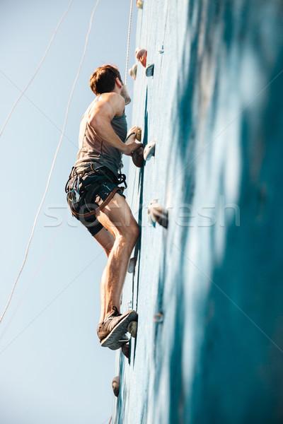 Joven ejercicio montañismo práctica pared jóvenes Foto stock © deandrobot