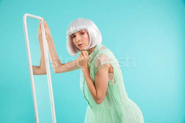 かなり 若い女性 ブロンド かつら 立って ミラー ストックフォト © deandrobot
