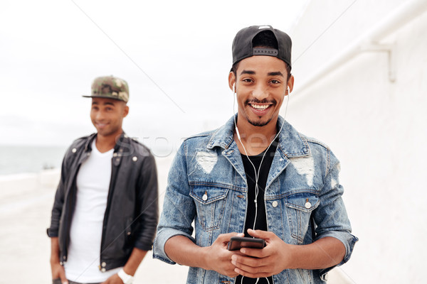 Jungen african Männer Freunde Fuß Freien Stock foto © deandrobot