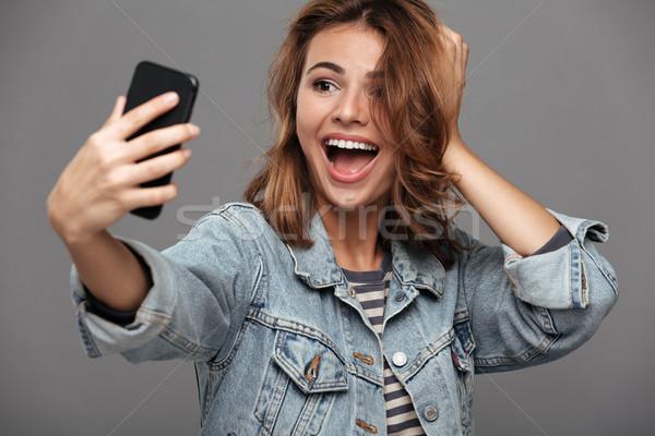 Stockfoto: Gelukkig · mooie · brunette · vrouw · aanraken · haren