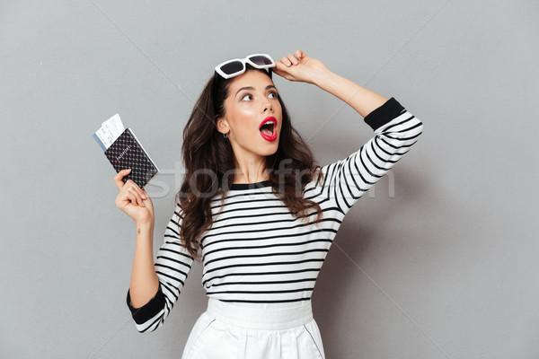 Retrato mulher passaporte voador Foto stock © deandrobot