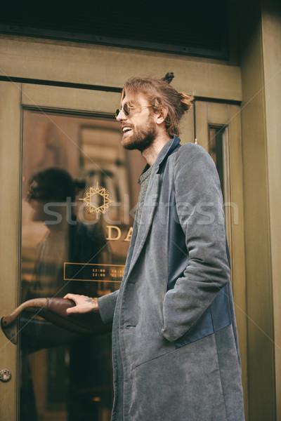 肖像 スタイリッシュ あごひげを生やした 男 コート ドア ストックフォト © deandrobot
