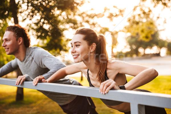 Fitness sportu kochający para znajomych parku Zdjęcia stock © deandrobot