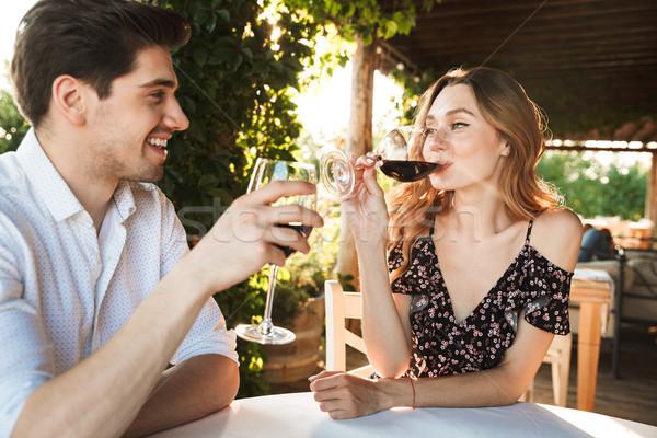 Affectueux couple séance café datant potable Photo stock © deandrobot