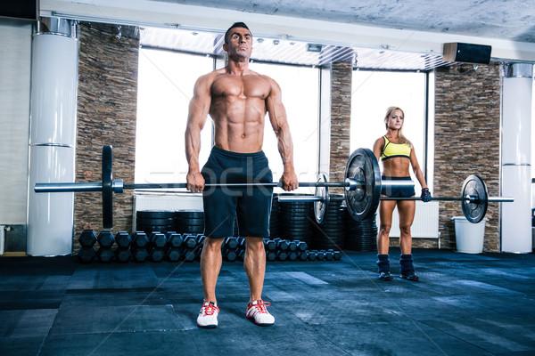 Muskularny człowiek kobieta treningu sztanga siłowni Zdjęcia stock © deandrobot