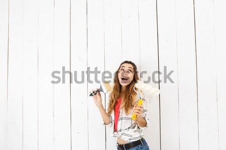 Funny kobieta stwarzające deskorolka odizolowany biały Zdjęcia stock © deandrobot