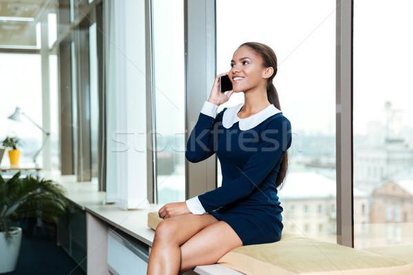 Сток-фото: молодые · деловой · женщины · окна · афро · платье · сидят