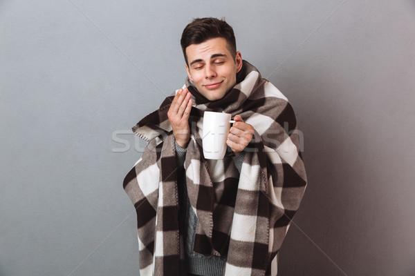 Zufrieden Mann halten heißen Stock foto © deandrobot