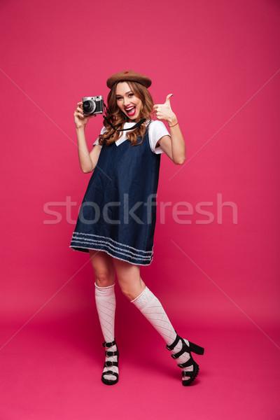 Fiatal hölgy visel ahogy párizsi tart Stock fotó © deandrobot