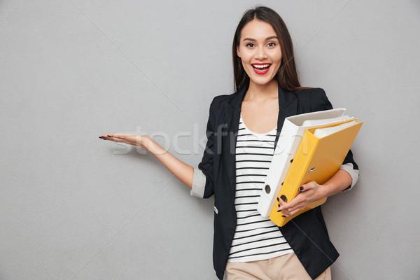 Felice asian donna d'affari cartelle copia spazio Foto d'archivio © deandrobot