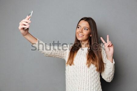 Portret glimlachend asian zakenvrouw tonen Stockfoto © deandrobot