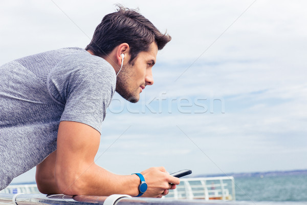 спортивных человека Постоянный морем улице вид сбоку Сток-фото © deandrobot