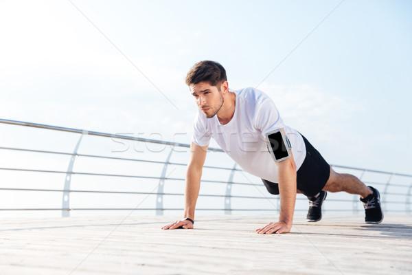 Bonito jovem exercer pier Foto stock © deandrobot