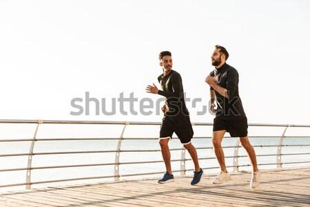 Jovem casal corrida pier Foto stock © deandrobot