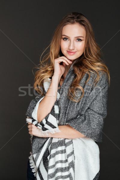 Wesoły pani stwarzające ciemne obraz młodych Zdjęcia stock © deandrobot