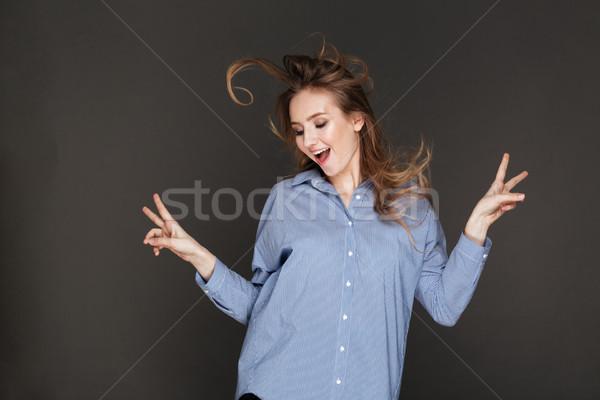 Derűs hölgy pózol sötét kép fiatal Stock fotó © deandrobot
