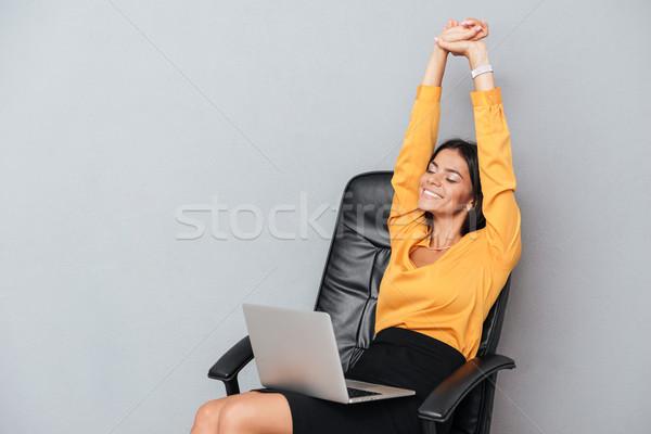 女性 ストレッチング 手 作業 ノートパソコン 肖像 ストックフォト © deandrobot