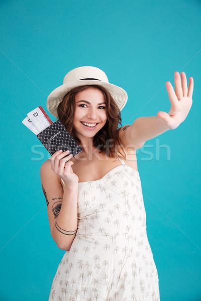 Meisje reiziger paspoort tickets Stockfoto © deandrobot