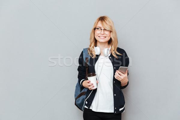 Jonge vrouwelijke student beker koffie Stockfoto © deandrobot