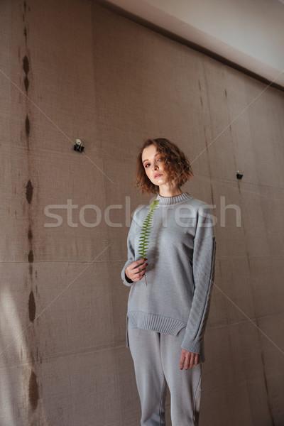 Fiatal nő tart páfrány levél vászon háttér Stock fotó © deandrobot