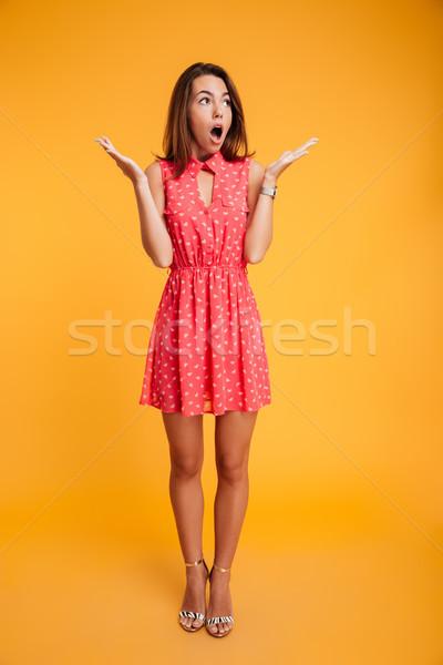 Tam uzunlukta portre güzel şaşırmış kadın ayakta Stok fotoğraf © deandrobot