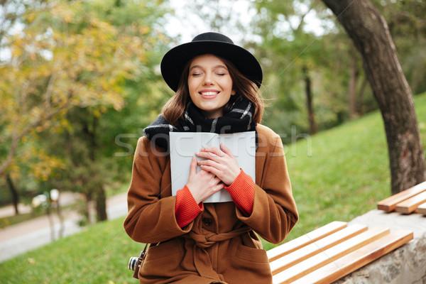 Portre gülen kız sonbahar kat Stok fotoğraf © deandrobot