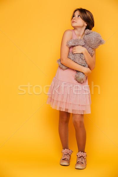 Zdenerwowany poważny dziewczyna ponosi patrząc Zdjęcia stock © deandrobot