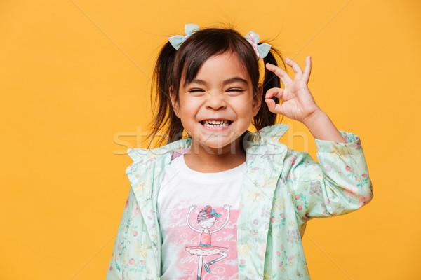 Boldog kislány gyermek mutat oké kézmozdulat Stock fotó © deandrobot