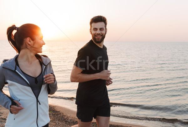 Uśmiechnięty jogging wraz plaży wody Zdjęcia stock © deandrobot