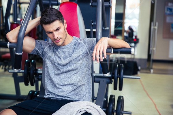 Bodybuilder ruhend Fitness Fitnessstudio Porträt gut aussehend Stock foto © deandrobot