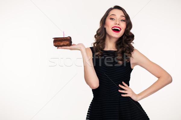 Donna pezzo cioccolato torta di compleanno Foto d'archivio © deandrobot