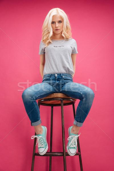 Stockfoto: Mooie · blonde · vrouw · vergadering · stoel · roze · meisje