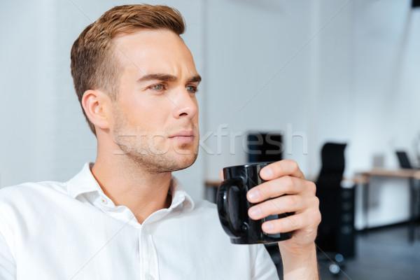 Stockfoto: Ernstig · zakenman · drinken · koffie · geconcentreerde · jonge